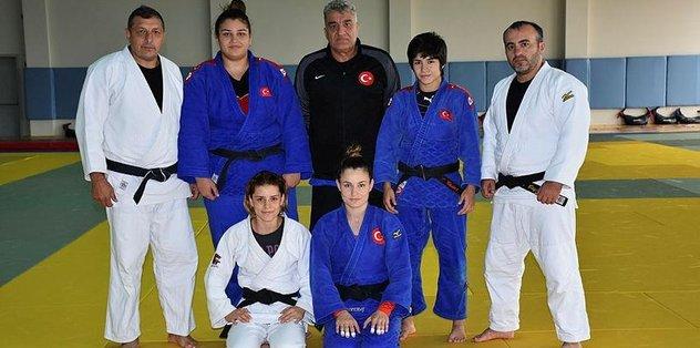 "Milli judocuların <a href=""/index/dunya-sampiyonasi?id=c95b4d1b-e062-41f8-a269-4d2036550e36"" class="""" rel=""tag"">Dünya Şampiyonası</a>'ndaki hedefi <a href=""/index/altin-madalya?id=ca8b56a8-4894-42d3-85b0-82c7904e9f42"" class="""" rel=""tag"">altın madalya</a>"