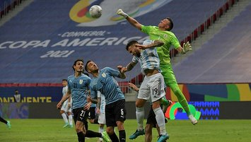 Messi'li Arjantin Muslera'yı üzdü!