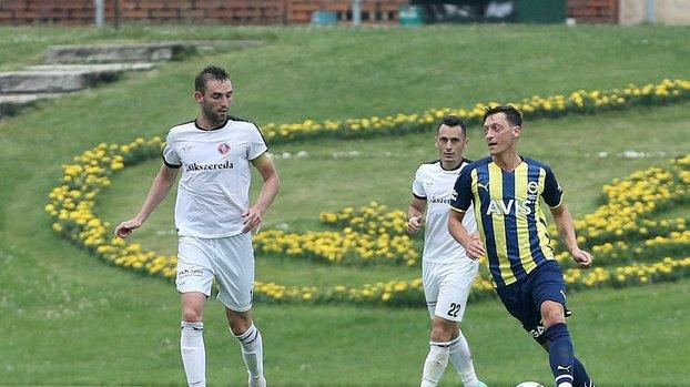 Son dakika spor haberi: Fenerbahçe'nin yıldızı Mesut Özil dikkatleri böyle çekti! Yaptığı...