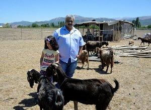 Şampiyon kulüp futbolcu satıp keçi aldı