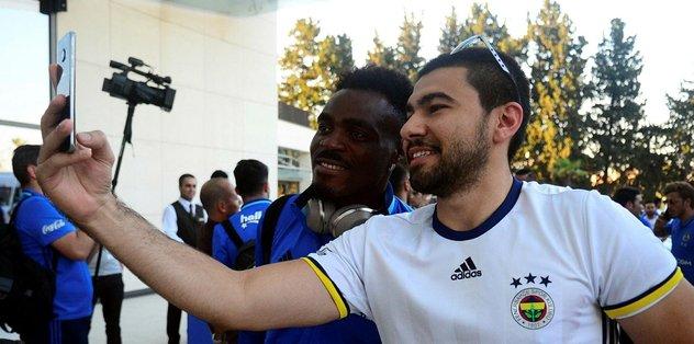 Fenerbahçe kafilesini Adana'da 25 kişilik grup karşıladı