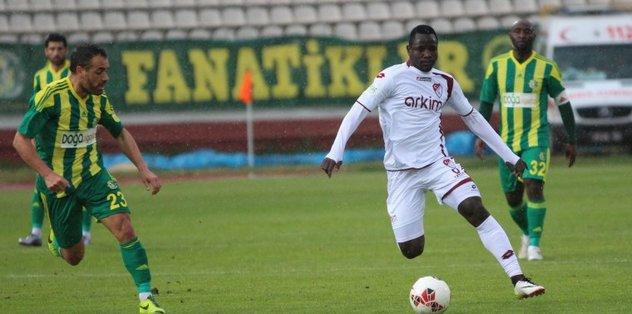 Karabükspor, Traore ile sözleşme imzaladı