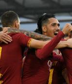 Roma Napoli karşısında 3 puanı 2 golle aldı