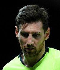 Manchester United - Barcelona maçına damga vuran görüntü! Messi kanlar içinde...