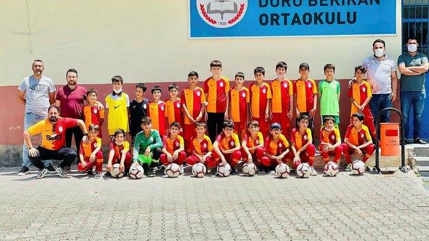 Galatasaray'dan Diyarbakır'daki köy okuluna malzeme desteği!