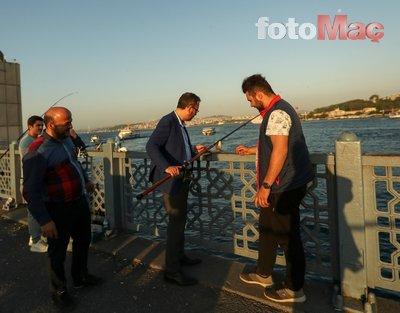 Bakan Mehmet Kasapoğlu Galata Köprüsü'nde balık tuttu