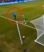 Suarez'in kafası karıştı! Hakemden penaltı bekledi