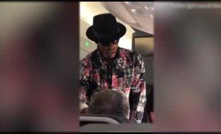 Yıldız oyuncudan uçakta şaşırtan teklif
