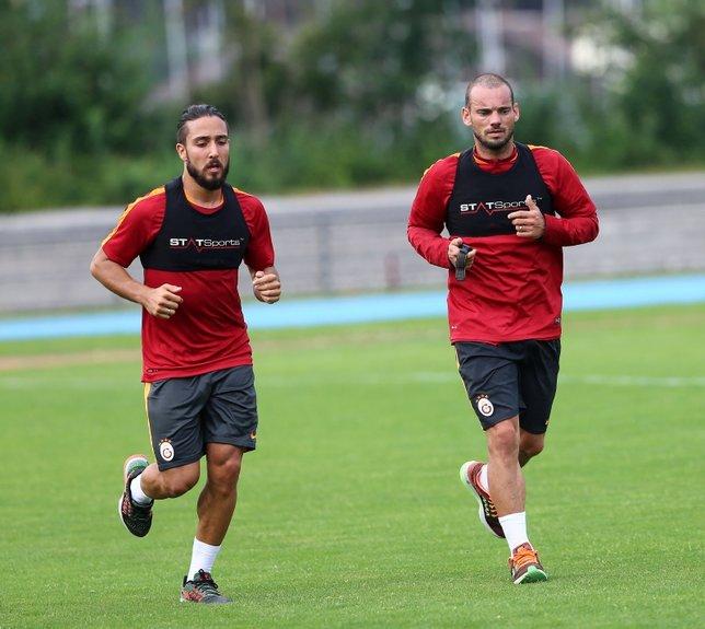 Sneijder dönüyor mu?