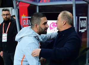 Canlı yayında açıkladı: Arda Turan Galatasaray'a geri döndü