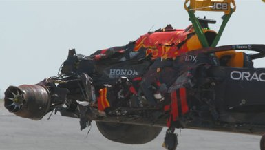 Son dakika spor haberleri   Formula 1'de Hamilton ile çarpışan Verstappen yarış dışı kaldı!