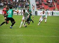"""Sakaryaspor'dan """"jilet"""" skandalının yaşandığı Amedspor maçıyla ilgili flaş açıklama"""