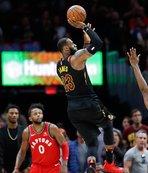Lebron Cleveland'ı sırtladı, Toronto'yu yıktı