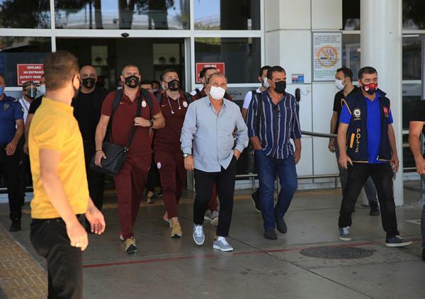 galatasaray kafilesi antalyada 1595499195782 - Galatasaray kafilesi Antalya'da!