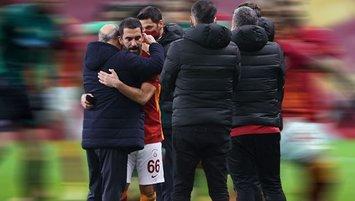 Galatasaray - Denizlispor maçı sonrası dikkat çeken o kare! Arda Turan ve Fatih Terim...