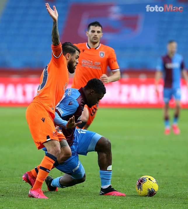 Trabzonspor - Başakşehir maçında dikkat çeken kare! Korona selamı...