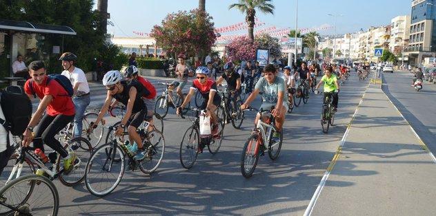 Kuşadası bisikletçiler doğa için pedal çevirdi