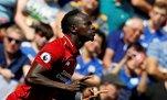 Liverpool'un süper yıldızı Sadio Mane cami temizliğine yardım etti!