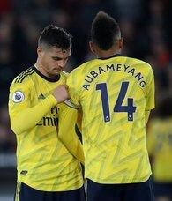 Arsenal'da Xhaka'nın yerine kaptanlığa Aubameyang getirildi