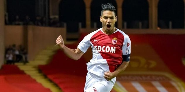 Falcao tribünde