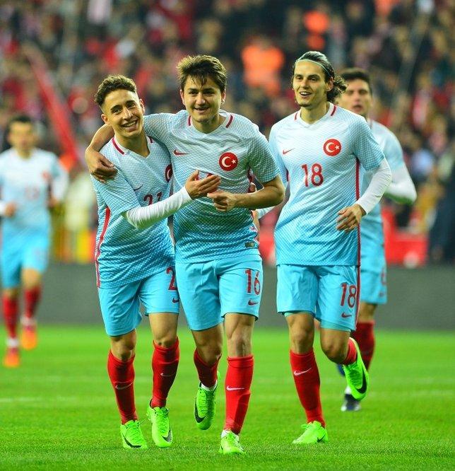 Galatasaray, Beşiktaş ve Fenerbahçe'den Emre Mor'a hücum
