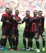 Semih Şentürk: Oynatacak futbolcu bulamazlar!