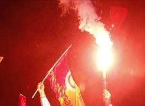 Galatasaraylılar galibiyeti kutladı