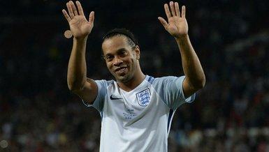 Ronaldinho geri geliyor