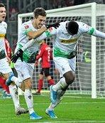 Borussia Mönchengladbach liderliğini sürdürdü