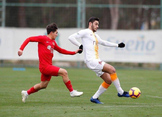 Galatasaray'da flaş Ozan Kabak gelişmesi! Görüşmeler başlıyor