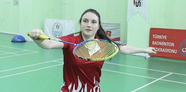 Genç badmintoncular Çekya'ya gitti