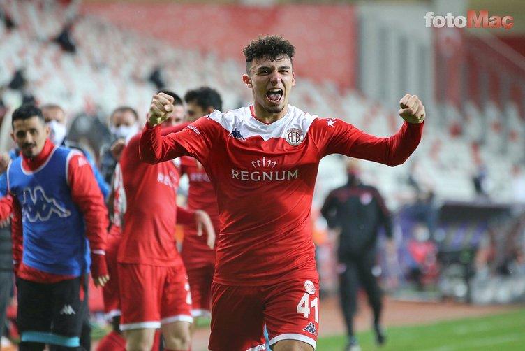 Son dakika spor haberleri: Galatasaray'dan dev transfer operasyonu! Tam 15 isim...