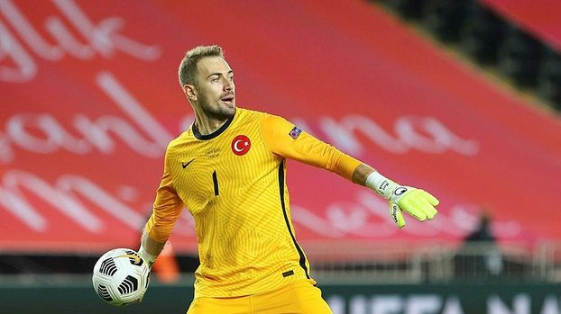 Galatasaray ile Beşiktaş yine transferde karşı karşıya! Bu kez Mert Günok...