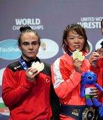 Kadın güreşçiler Macaristan'dan 3 madalyayla dönüyor