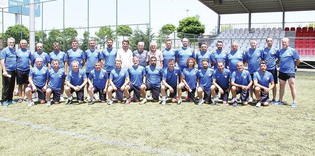 Futbolun eski yıldızları, eğitiminde