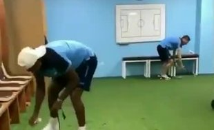 Trabzonsporlu oyuncular soyunma odasını temizledi!