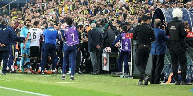 besiktasli-futbolculardan-hakeme-kritik-...715036.jpg