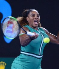 Australian Open: Serena beats Bouchard in 2nd round