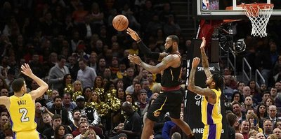 "LeBron James'ten 59. ""triple double"""
