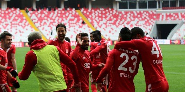 Sivasspor evinde Göztepe'yi 2 golle geçti! | MAÇ SONUCU | ÖZET