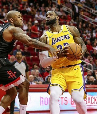 "Lakers'ta James ve Ball'dan çifte ""triple double"""