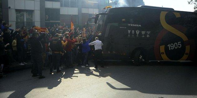 Galatasaray kafilesine coşkulu uğurlama (İZLEYİN)