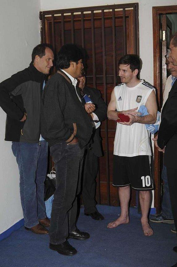 Morales'ten Messi'ye hediye