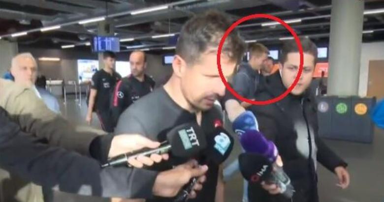 Son dakika: İzlanda'daki skandalı yapanın kim olduğu ortaya çıktı! Emre Belözoğlu'na tuvalet fırçası uzatan kişi...