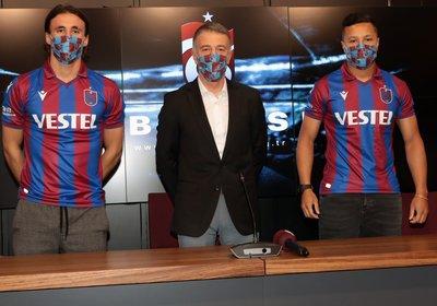 trabzonspordan govde gosterisi 4 imza birden 1597682144448 - Trabzonspor'dan gövde gösterisi! 4 imza birden