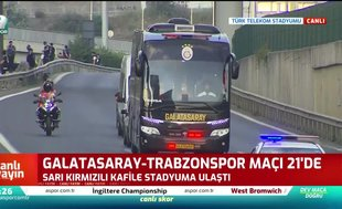 Galatasaray kafilesi stadyuma ulaştı   İZLEYİN