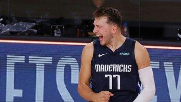 Dallas Mavericks son saniye basketiyle seriyi eşitledi