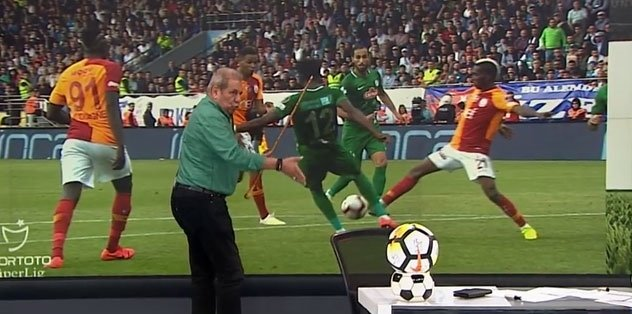 Onyekuru'nun pozisonu penaltı mı? Erman Toroğlu açıkladı!
