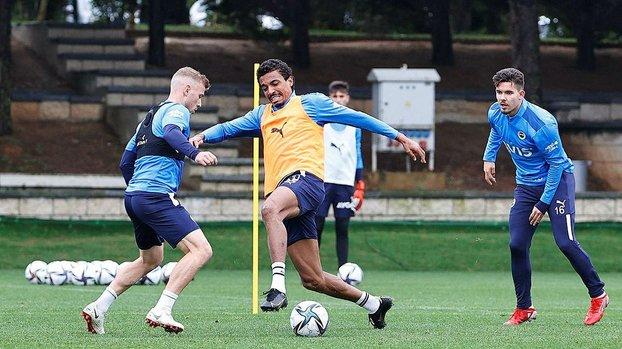 Fenerbahçe'de Antwerp maçı hazırlıkları! 2 yıldız takımdan ayrı çalıştı