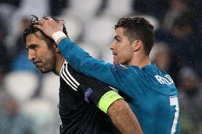 Ronaldo, Buffonu emekli etti!